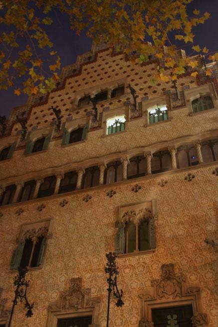 Barcelona-night-architectura-casa-mybarcelona.info, apassionata, ФОТО, Барселона, Испания, путешествия, блог,