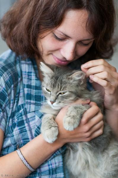 Алина с кошкой