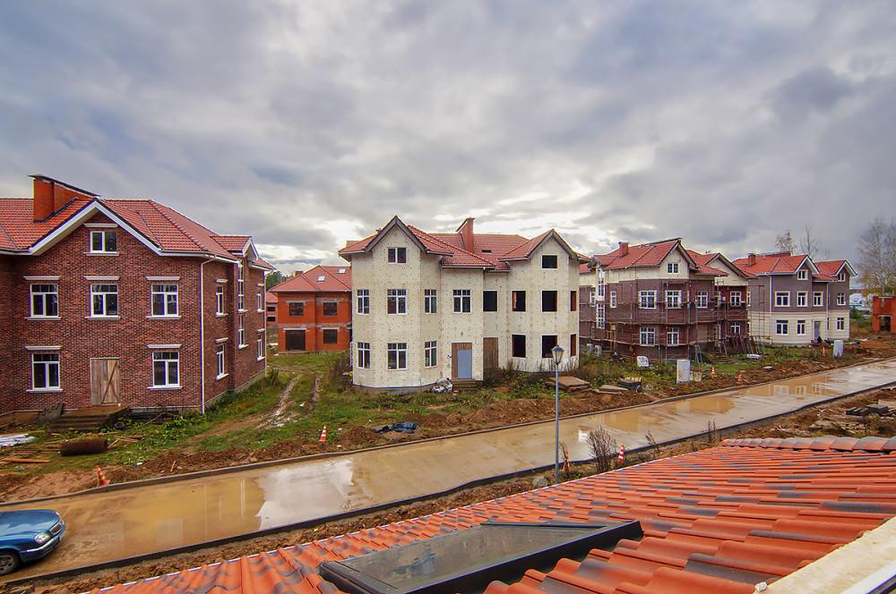 Активно строится первая очередь и те дома, что уже куплены