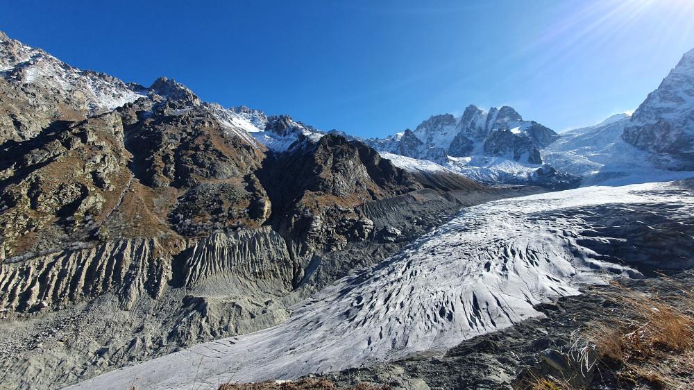 Ледник Караугом. Телефонофото
