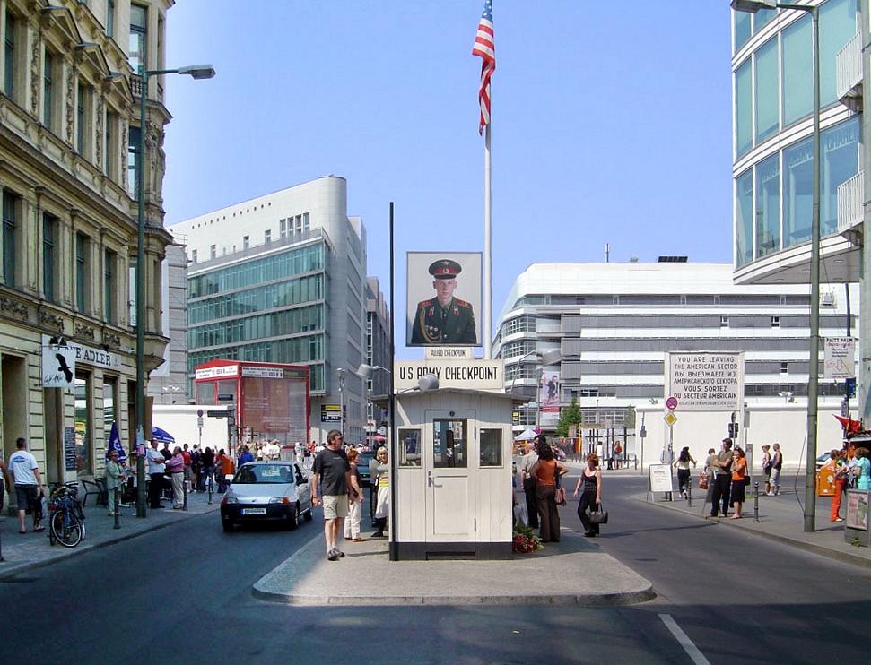 Checkpoint Charlie сейчас - снимок из wikipedia.org