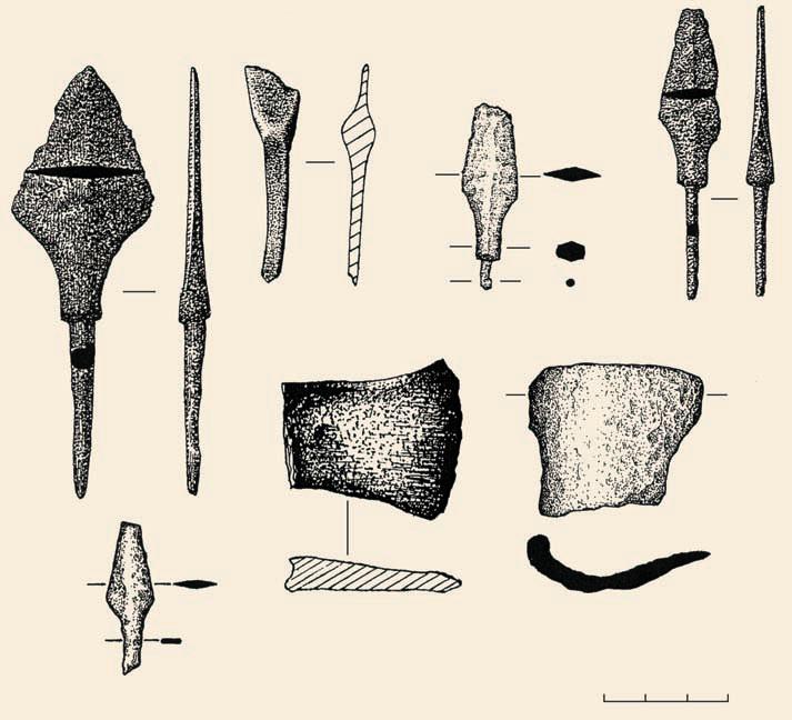 находки наконечников стрел и фрагментов топоров