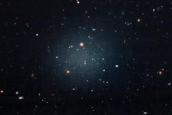 Галактика, бросившая вызов темной материи