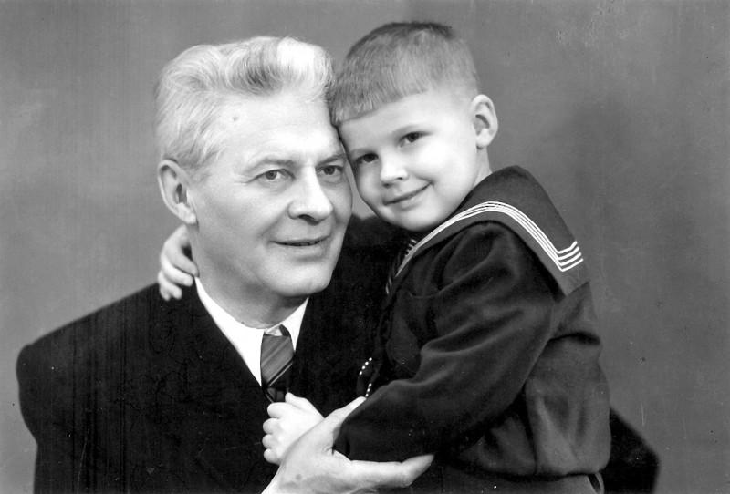 Вот тут мы с папой в первой половине 1950-х.