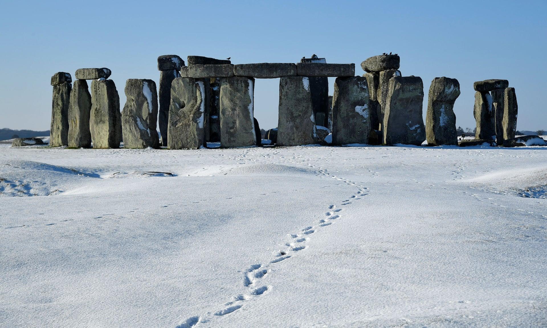 По словам исследователей, открытие двух монолитных карьеров опровергает гипотезу о том, что голубоватые колонны Стоунхенджа были доставлены из Уэльса в Уилтшир морем. Фото: Тоби Мелвилл / Reuters