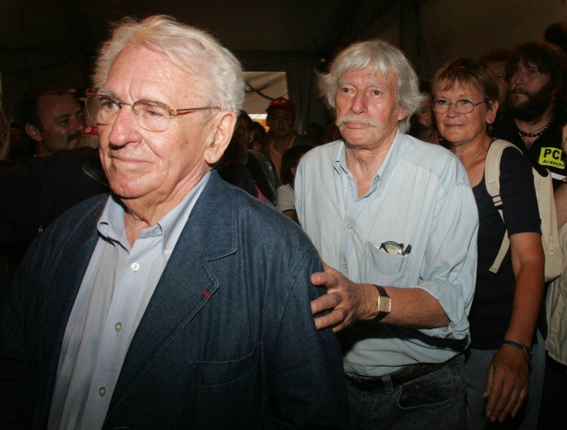 Ролан Леруа (слева) с Жаном Ферра и Мари-Жорж Баффет 11 сентября 2004 года в Ла-Курнёв (Сен-Сен-Дени)© PIERRE VERDY / Архив агентства Франс-Пресс.
