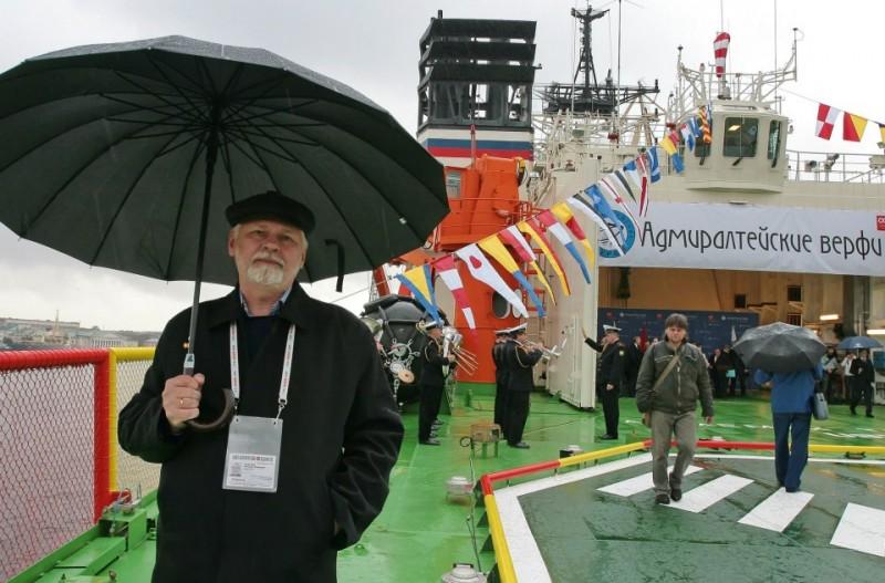 На палубе судна после окончания торжественной церемонии.