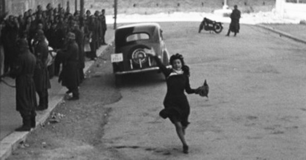 Женский день, уже в 1944 году мимозы для героини фильма «Рим — открытый город»