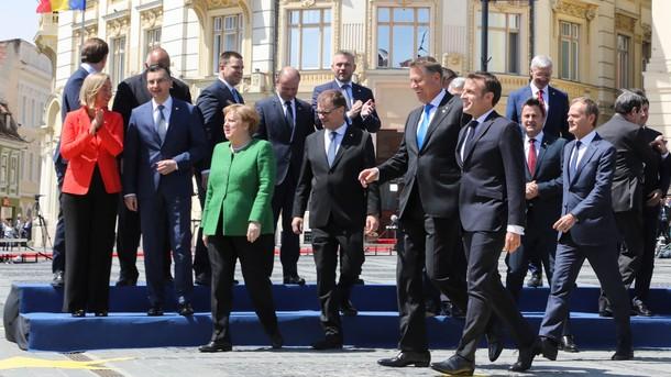 Подписали и сфотографировались. Европейские лидеры на саммите в Сибиу. Фото: AFP
