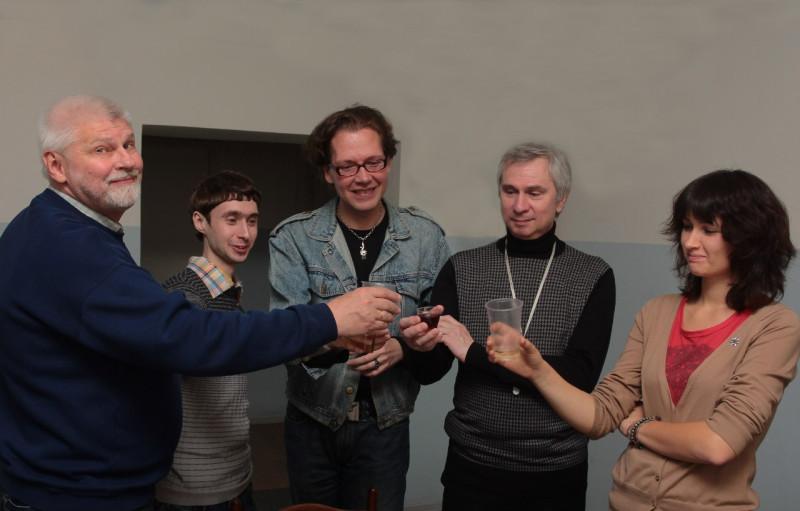 Вот мы поздравляем его 9 сентября 2012 года в редакции с 60-летием. Игорь — второй справа, а я — крайний слева.