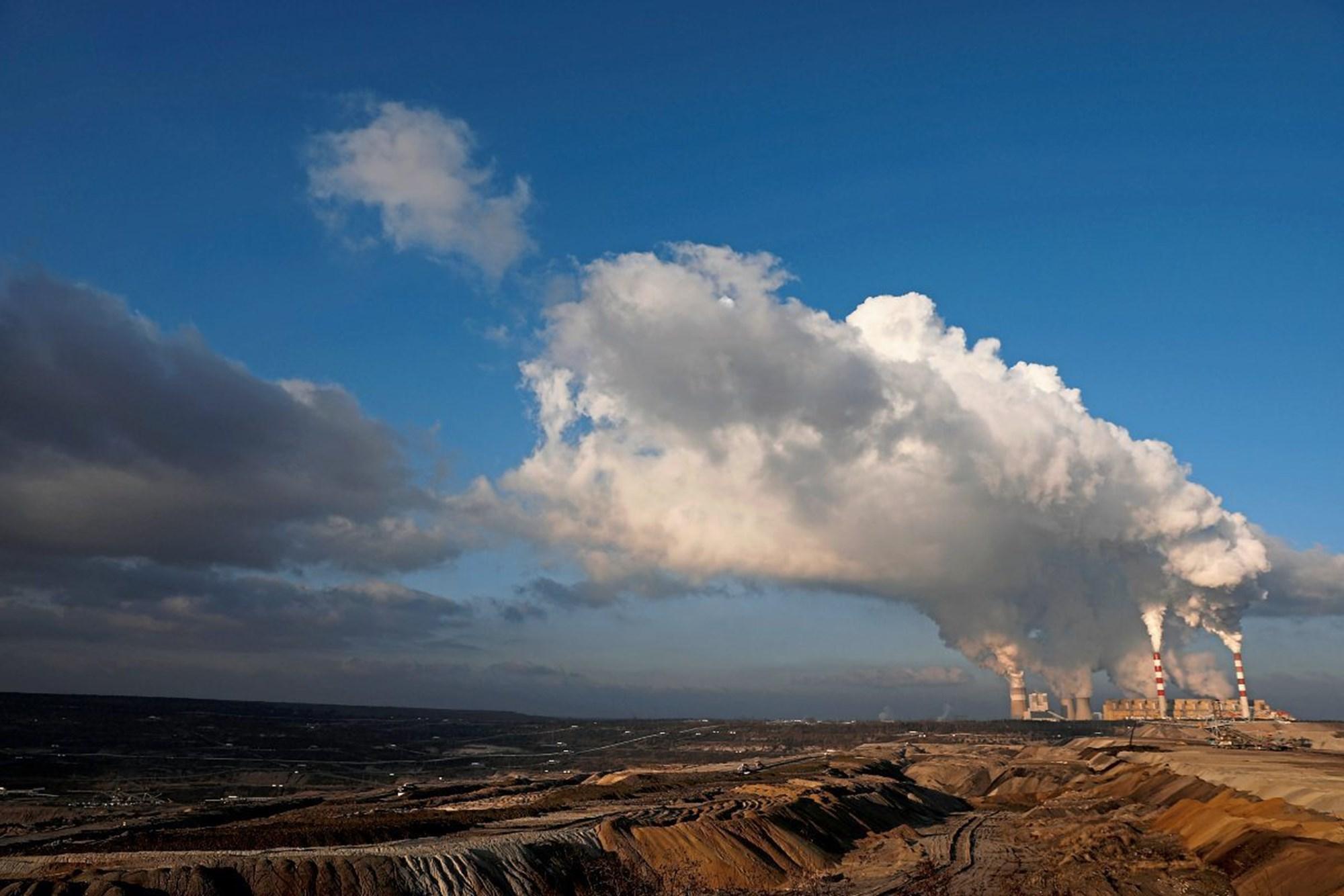 Подавляющее большинство ученых винят человеческую деятельность в глобальном потеплении. Но отрицатели изменения климата становятся все более и более активными — и устанавливают контакты. Фото: Reuters / Kacper Pempel.