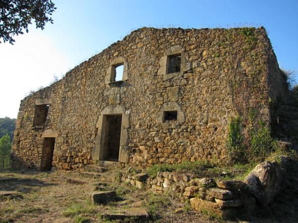 Разрушенная масиа в Жироне (1)