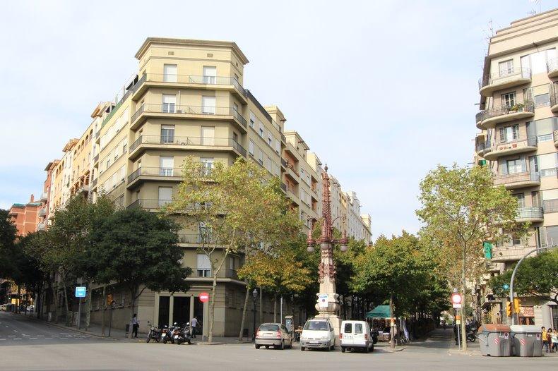Атлас Барселоны: Эщампле - Испания: моя, их и наша
