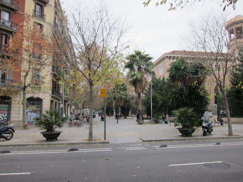 Начало улицы Enric Granados