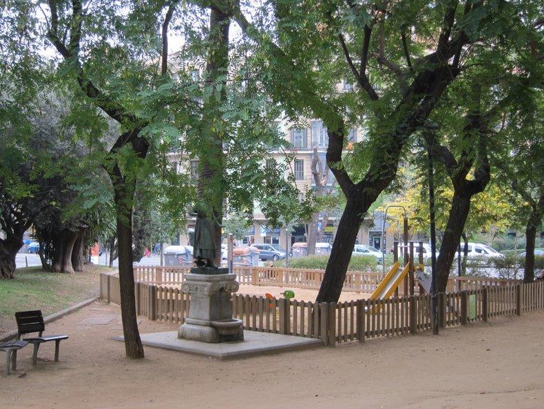 Сквер на пересечении с улицей Arago