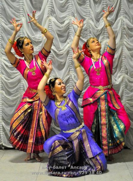 Indian-dance-party-apsara3