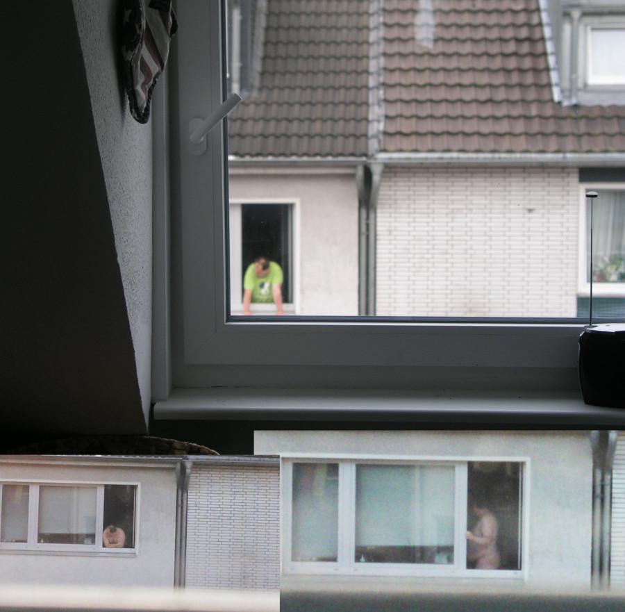 Фото голые в окнах 3 фотография