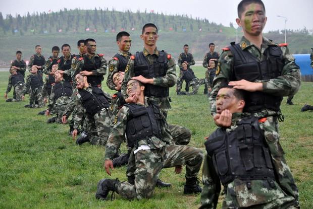 Полувоенные отряды полиции проводят учения в китайской провинции Хэбэй