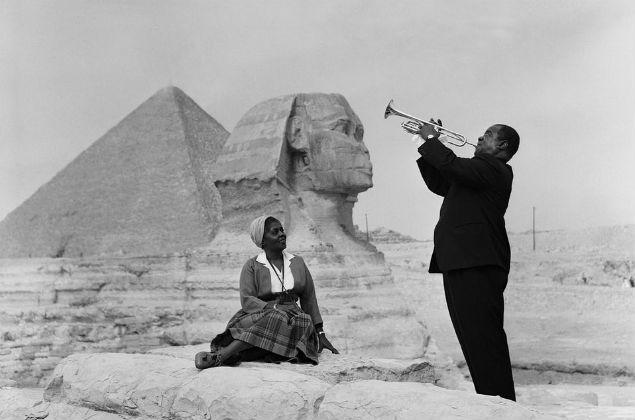 Луи Армстронг играет для своей жены, 1961 год