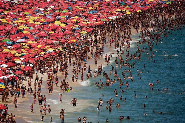 Пляж в районе Ипанема на юге Рио-де-Жанейро в Бразилии