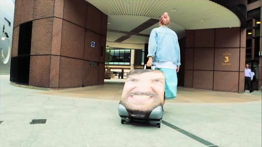 Как быстро найди свой чемодан в аэропорту