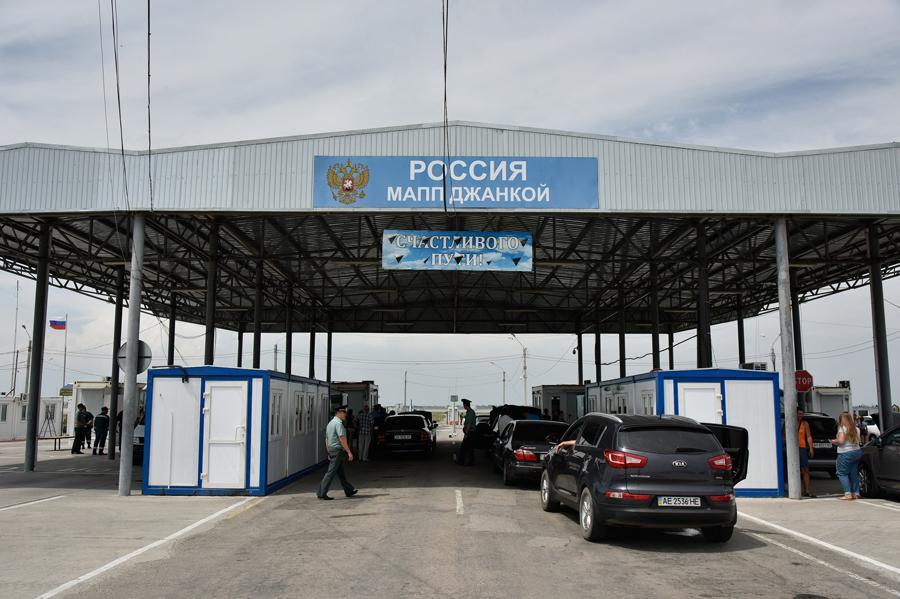 Украина закрыла два пункта пропуска на границе с Крымом из-за Армянска