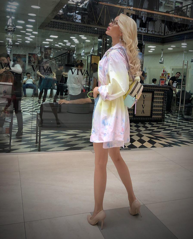 Макияж, огромные брови, каблуки и эффектный внешний вид: особенности казахских девушек