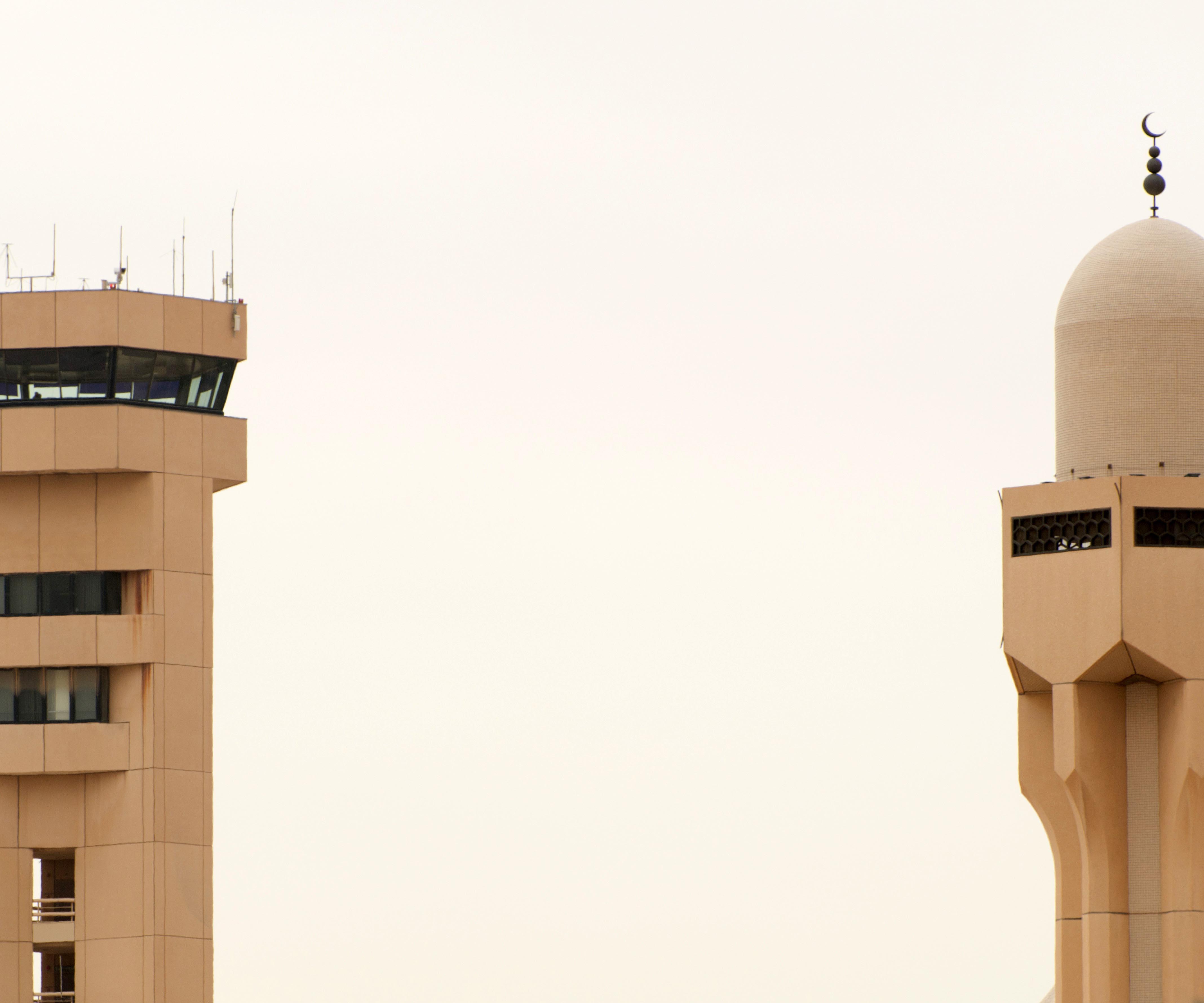 Мечеть и вышка АТС в Рияде