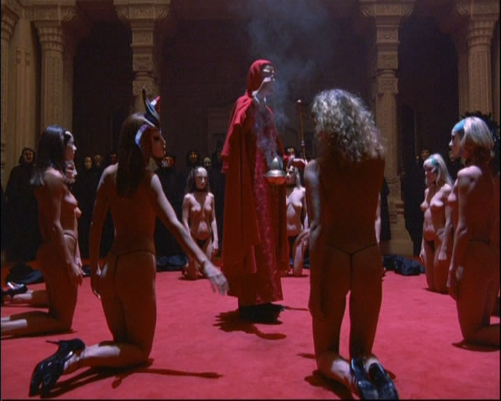 In Eyes Wide Shut Actor Leon Vitali Had To Wear Platform Shoes To Look More Imposing During The Ritual Scene