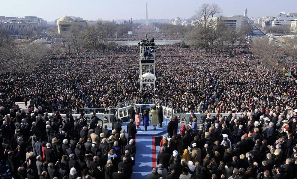 Председатель Верховного суда Джон Робертс принимает присягу у избранного президента Барака Обамы