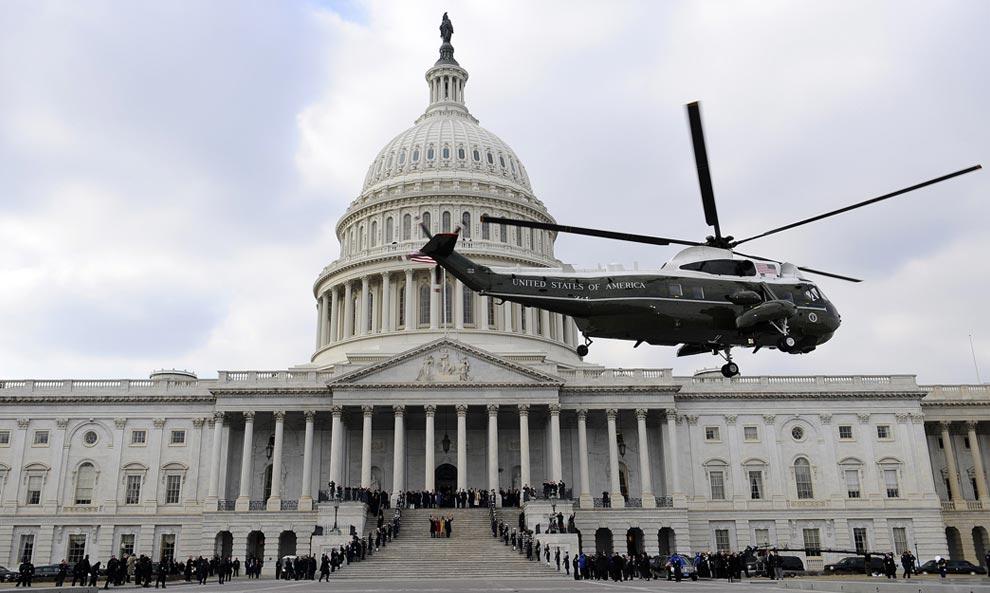 Морской вертолет с прежним Президентом Джорджем У. Бушем на борту