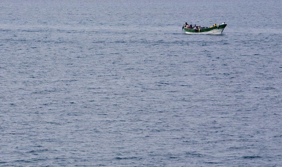 Потенциальные иммигранты в рыбацкой лодке