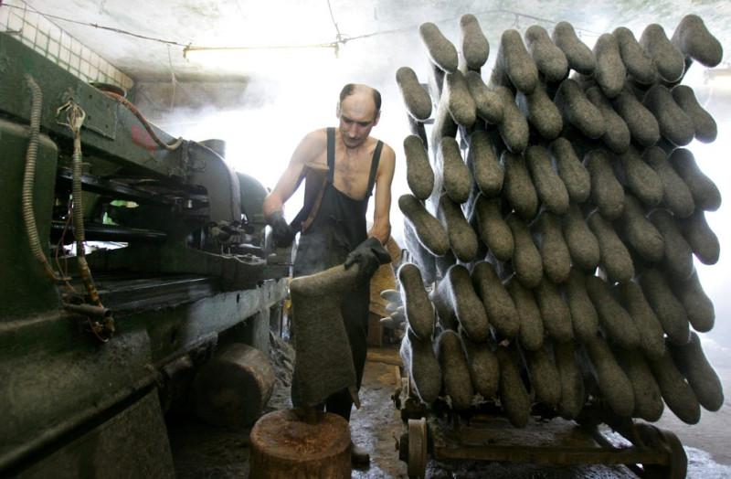 Белорус работает на обувной фабрике в Смиловичи