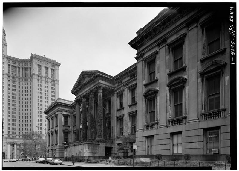 трёхэтажное здание нью-йоркского окружного суда