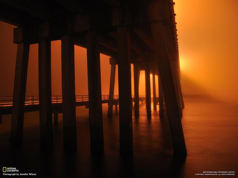 мост в вечернем тумане