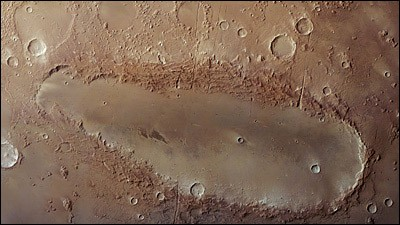 Неизвестное небесное тело задело Марс по касательной