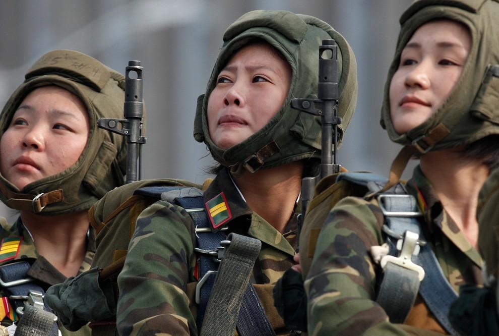 Северокорейские солдаты на военном параде в Пхеньяне, 10 Октября 2010. (AP Photo / Vincent Yu)