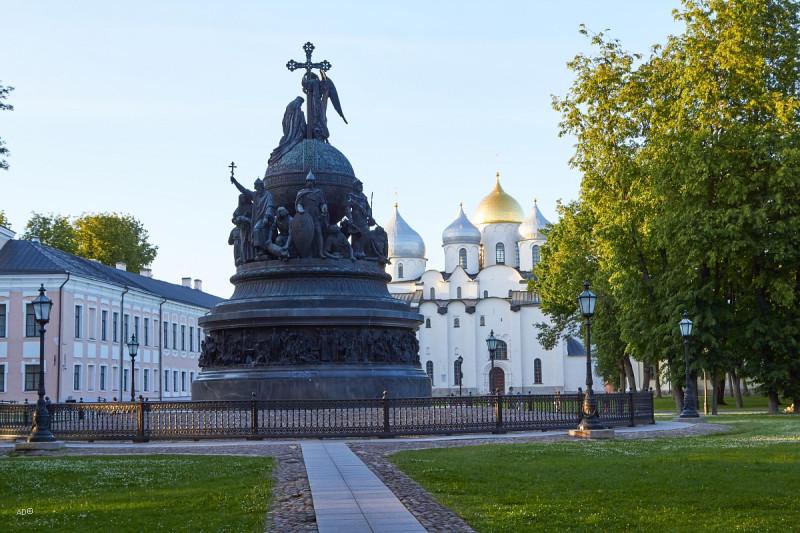 Великий Новгород - Памятник «Тысячелетие России»