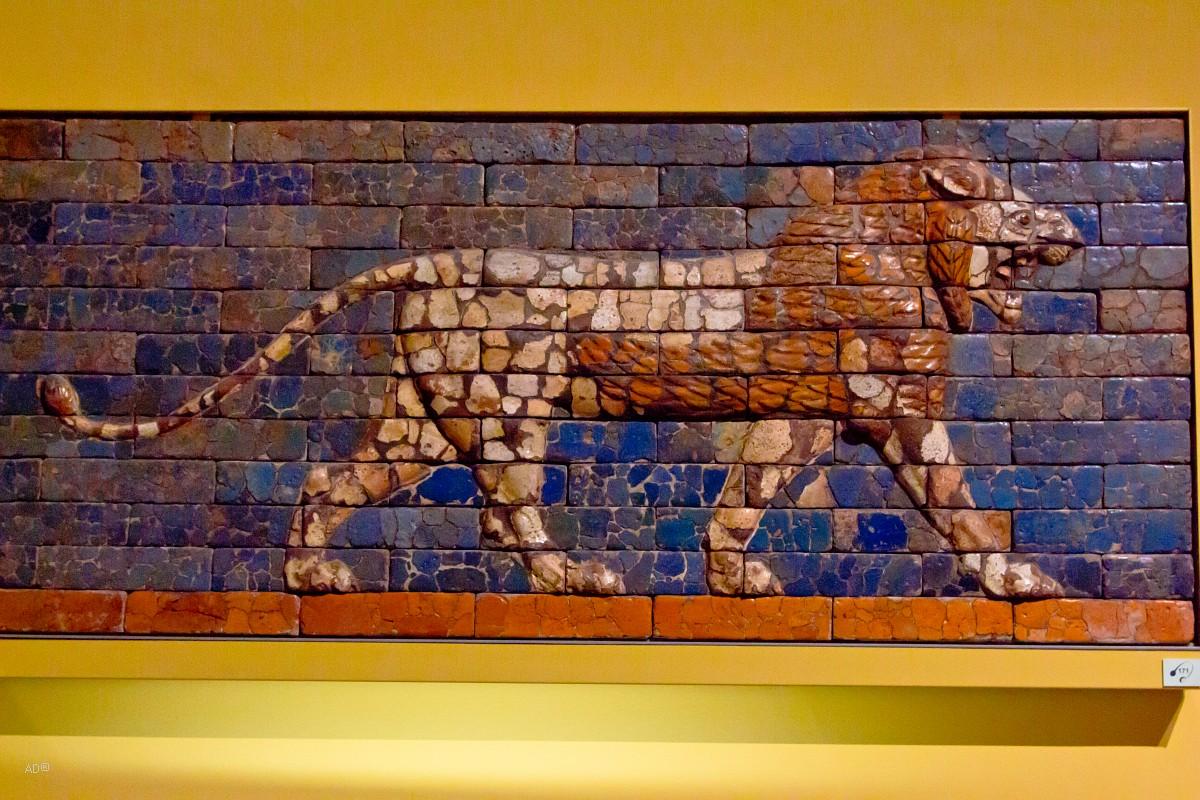 Рельеф с изображением идущего льва, Вавилон, дорога шествия (Ирак), Время Навуходоносора II, 600 г. до н.э.