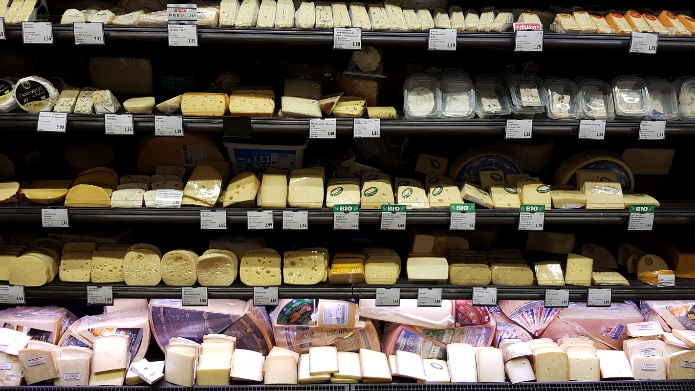 Прилавок с сыром в венском Спар Гурмэ