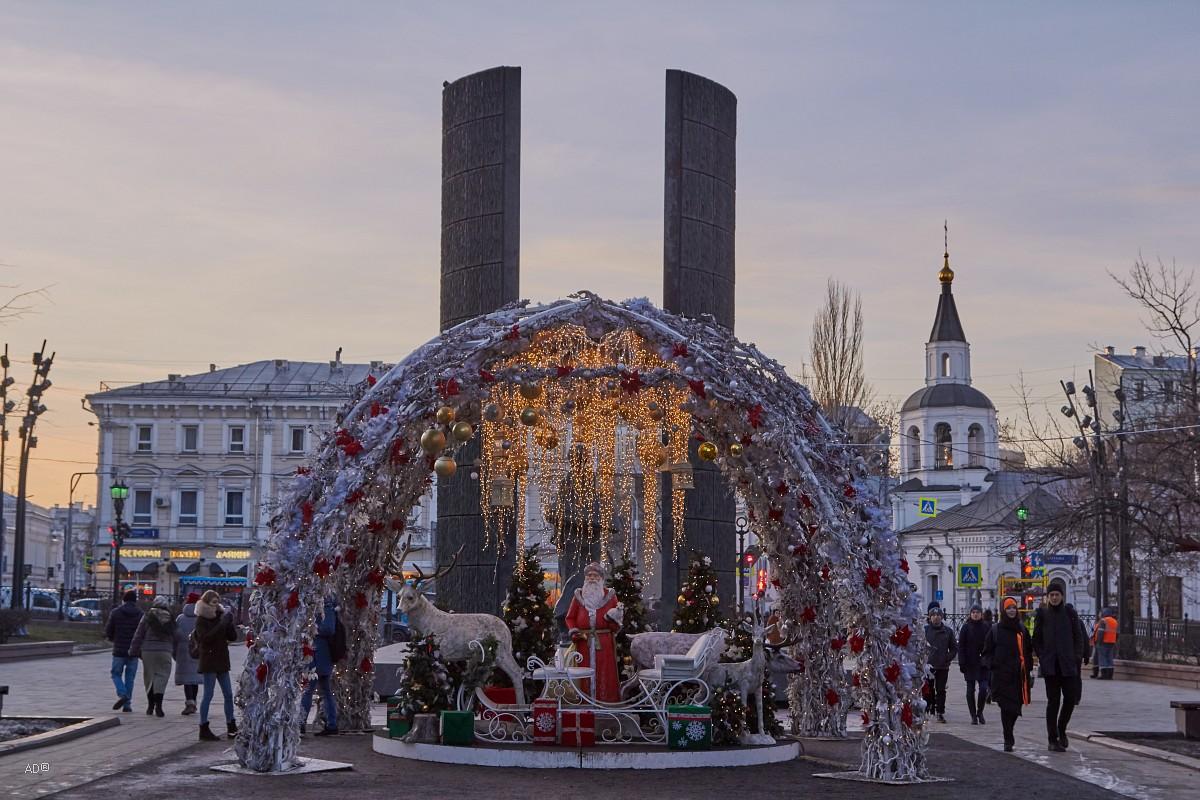 Новогодняя инсталляция на Сретенском бульваре