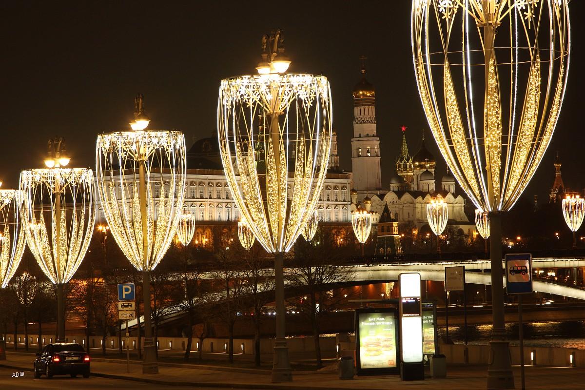Новогодняя инсталляция на Пречистенской набережной