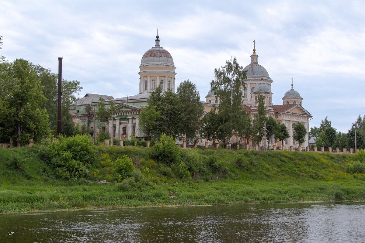 Входоиерусалимская церковь и Преображенский собор