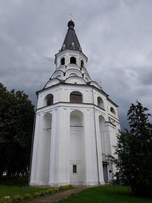Церковь-колокольня Распятия Христова и Марфины палаты в Александровской слободе