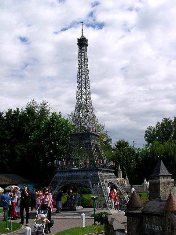 игрушечная эйфелевая башня
