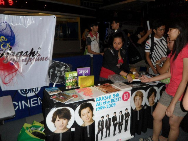 Our logo and booth with Arph mod camille, admin kim and Niki neesan