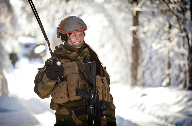 female_soldiers_norway_640