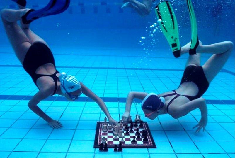 шахматы под водой