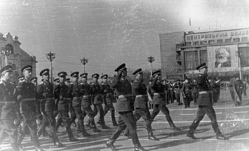 Парад на пл. Ленина