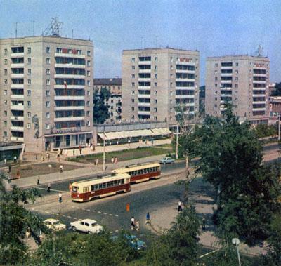 ул. Гоголя в сторону Центрального рынка, перекресток с Красным проспектом